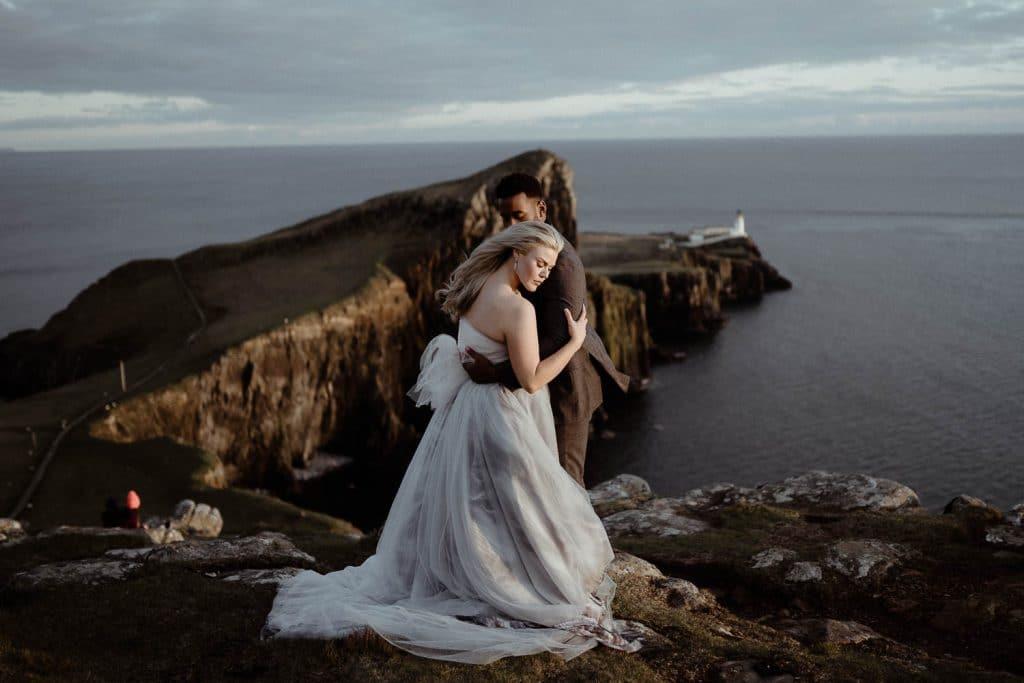neist-point-couple-on-cliffs-isle-of-skye
